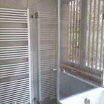 Planung Sanitär Dusch-Badewannen-Kombination mit Handtuchheizung auf engstem Raum