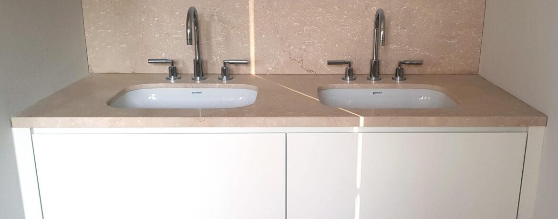 Planung Heizung & Sanität - Waschtisch eingelassen in einer Wohnung der Villa Möwe in Heiligendamm